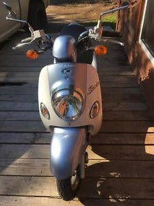 AMAZING DEAL BRAND NEW KYMCO 50cc SCOOTER FOR SUMMER ONLY $1200!