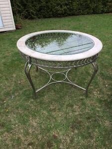 Table en vitre et marbre avec chaises