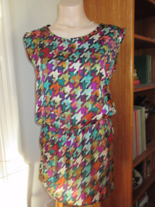 2 Dresses and 2 tunics - Size Small  Great for the office