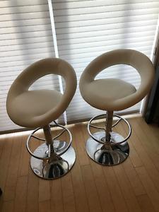 2 tabourets en cuir - 2 leather stools