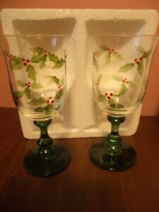 Winterberry Wine Glass
