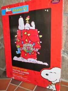 PEANUTS - Snoopy's Doghouse Lighted Christmas Sculpture Peterborough Peterborough Area image 1