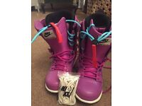 Nike Womens snowboarding Boots
