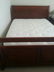 QUEEN WOOD BED WITH SEALY POSTUREPEDIC MATRESS AND BOX