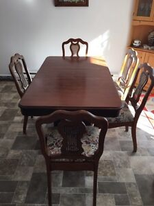 Vintage Dining room table and chairs West Island Greater Montréal image 1