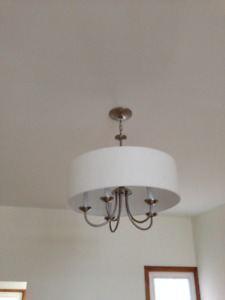 Claimed Pending Pickup!– FREE – Ceiling Light / hanging lamp.