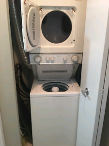 WHIRLPOOL laundry centre stackable washer / dryer