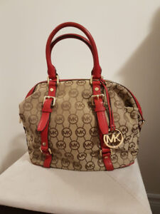 Michael Kors Purse in good condition.