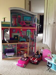 Barbie dollhouse with lots of extras!