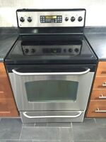 STAINLESS STEEL GE STOVE LIKE NEW
