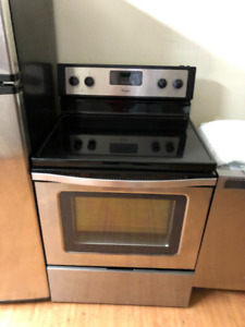 """Whirlpool 2 yrs old stainless steel 30"""" electric glass stove"""