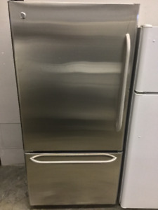 "GE Stainless Steel 30"" Bottom Freezer Fridge"