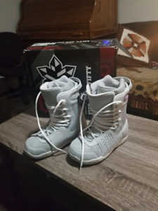 *New 5150 Woman's Snowboarding Shoes