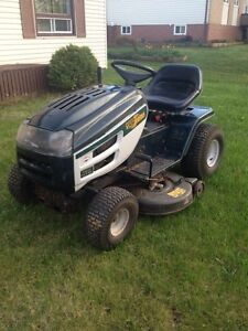 "Yardworks 17hp 42"" cut lawntractor"