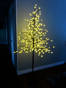 Lighted Wire Tree