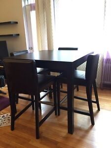 Table + 4 chaises, table plus 4 chairs