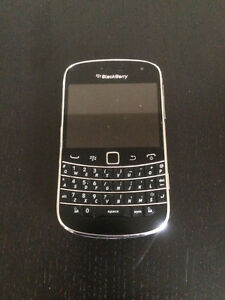 BLACKBERRY BOLD 9900 USED GOOD CONDITION UNLOCKED WITH CHARGER