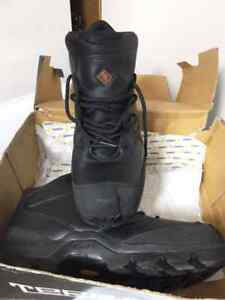 Man size 12 steel toe work boots, brand new