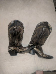 Really nice size 8 never been warn ladies cowboy boots