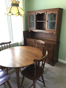Solid wood dining room suite w/oval table, seats 6
