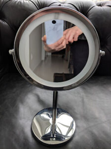 Vanity Mirror with LED's and magnifying side