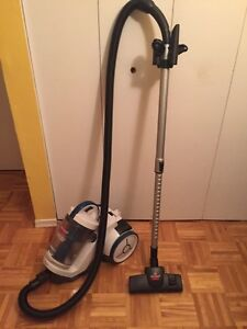 Aspirateur portatif. Bissell CleanView Multi Cyclonic.