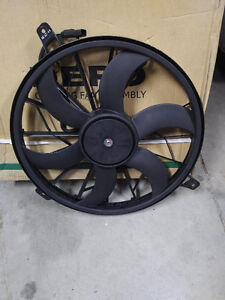 2004 Jeep Grand Cherokee Cooling Fan Assembly Stratford Kitchener Area image 1