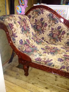 CARVED SWAN CHAISE