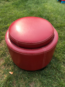Leather ottoman - Red