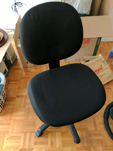 OFFICE SWIVEL CHAIR! Like new, very comfortable.