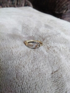 10k Yellow Gold ring with small diamond chips