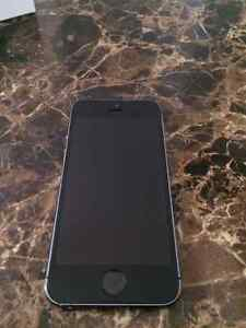 Grey iPhone 5S 32gb - locked to bell