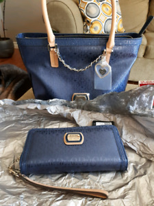 Guess Purse and Wallet/Wristlet - new with tags