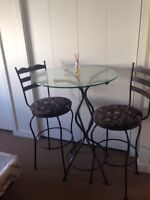Bistro Table and chairs...... 250$