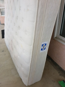 Queen size Mattress and box *******Free*******