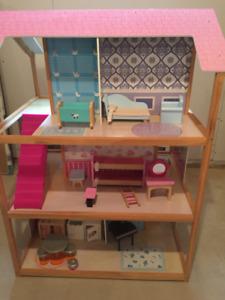 Maisonnette de poupées en bois - des heures de plaisir!