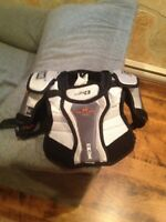 CCM vector 4.0 junior small hockey shoulder pads