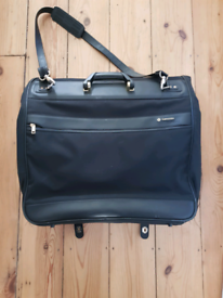 For sale is a Samsonite Eureka suit carrier. I remove ad when it is so