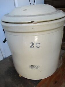 IMPRESSIVE 20 GALLON ESTATE CROCK BY MEDALTA