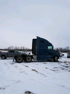 2012 Volvo vnl tractor priced to sell