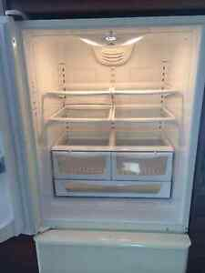 Like New Amana Fridge for sale Cambridge Kitchener Area image 4