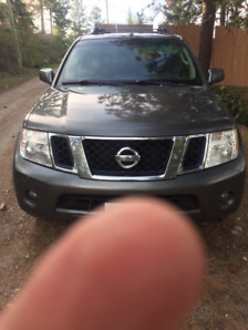 2008 Nissan pathfinder great condition 201K $7500 new price!