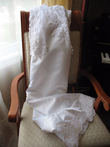 Cathedral style wedding gown (size 14) & accessories