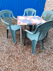 Patio/bistro Table with 4 chairs