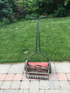 Lawnmower by hand