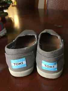 Girl Used Tom's shoes - Size 1 London Ontario image 1