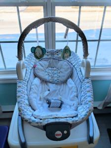 Baby rocker/vibrating chair/bassinet, euc, smoke and pet free