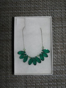 BRAND NEW beautiful necklace (comes with box) *gift idea*