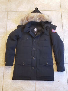 Canada Goose Banff Parka • ( Small Patched Hole ) Please Read