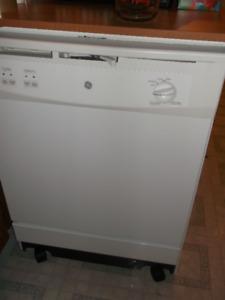 Lave-Vaisselle mobile GE comme neuf acheté y a 15 mois
